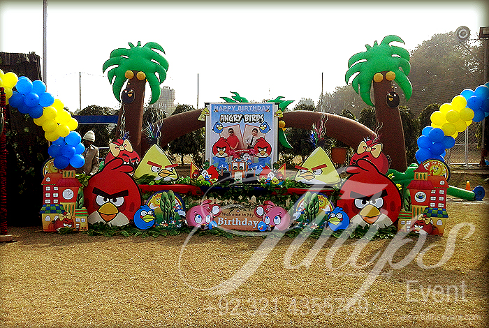 Tulips event best angry birds zoo themed birthday party for Angry birds party decoration ideas