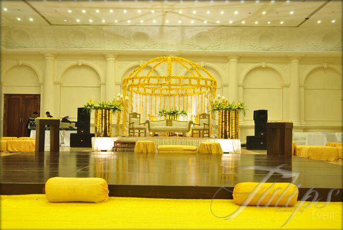 Mehndi Flower Arrangements : Tulips event best thematic wedding planner flower stage